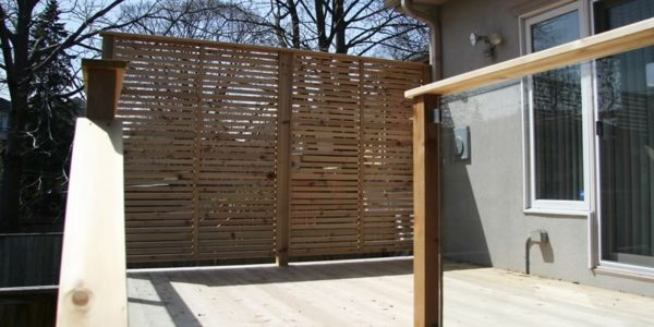 privacy screen on complete custom deck toronto