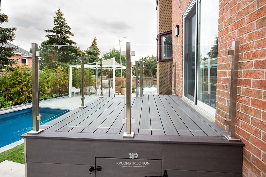 Thornhill Composite Deck Glass Railing