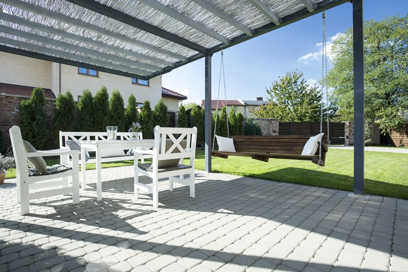 patio pergola with swing